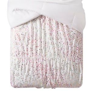 Iridescent pinch pleat comforter twin size